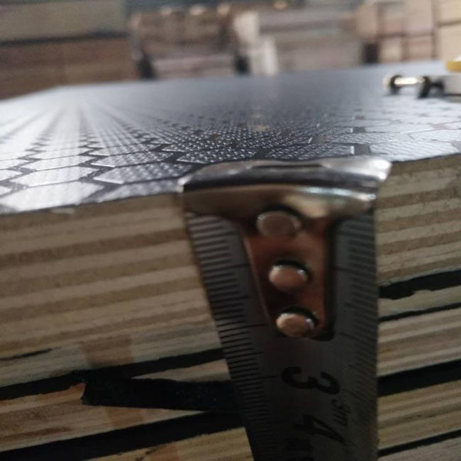 12mm Thick Anti - Slip Phenolic Faced Plywood With Double Time Hot Press